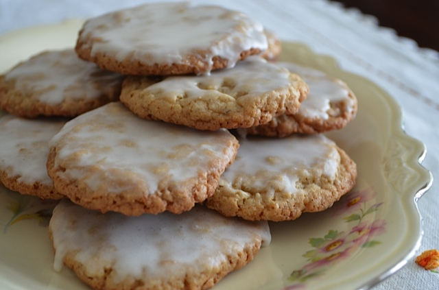 Iced Oatmeal Cookies | Tips From Town