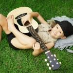 girl with guitar, girl playing guitar