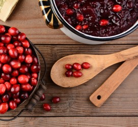 Thanksgiving cranberries with cloves