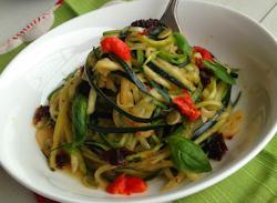 ZucchiniNoodlesAglioOlio1-4
