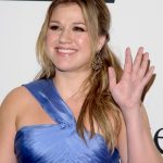 Kelly Clarkson is Coming to Town!