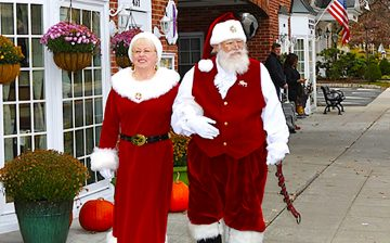 santa-mrs-claus-walking